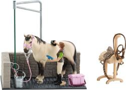 Schleich Horse Club 42104 Waschplatz inkl. Pferd und Zubehör, ab 3 Jahre